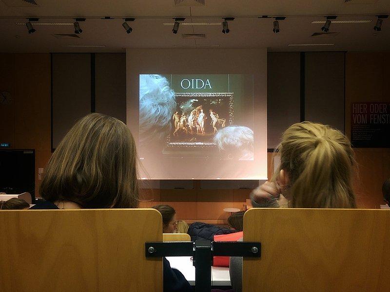 Rund 40 Studierende der FHWien der WKW haben an dem Multimedia-Projekt OIDA mitgewirkt. © Foto unten: Aslan Kudrnofsky