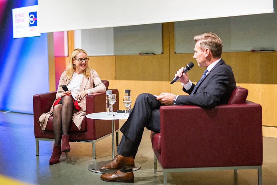 Dr. Margarete Schramböck und Prof. Dr. Markus Scholz