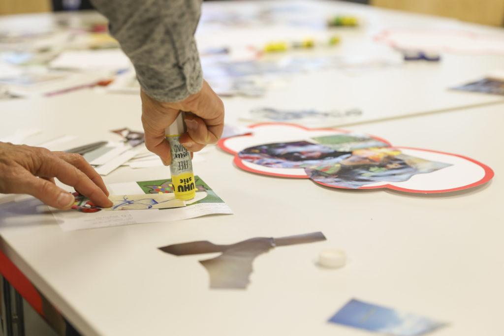 """Im Workshop """"Collage als Denk- und Lernwerkzeug"""" wurde geschnitten, geklebt und anschließend reflexiv geschrieben."""