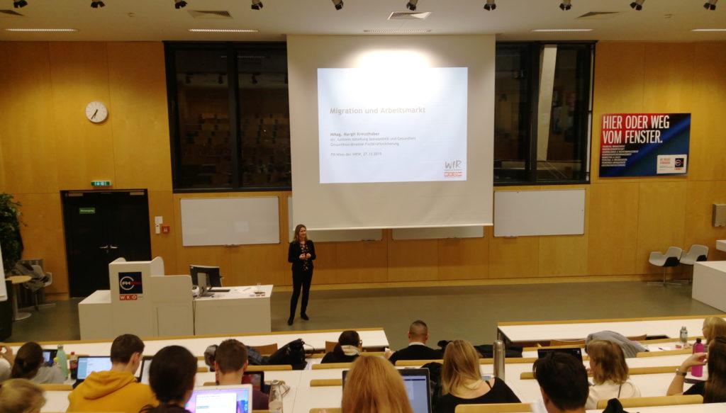 Margit Kreuzhuber gibt einen Ausblick auf die Entwicklungen am Arbeitsmarkt.