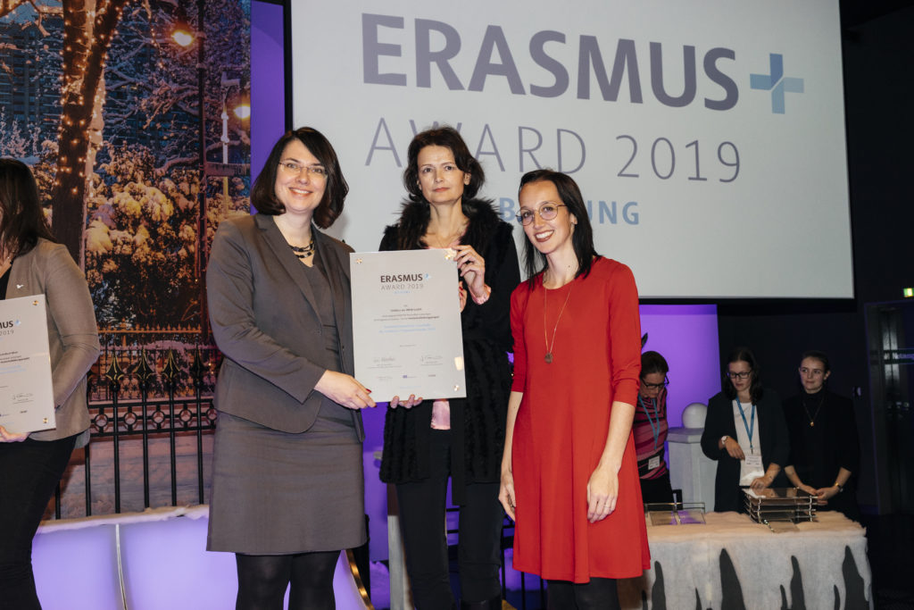 On behalf of FHWien der WKW, Beate Huber, Chair of the Academic Board, as well as Barbara Zimmer and Doris Oberleiter from CIEM participated in the award ceremony. (from left to right) © OeAD/APA-Fotoservice/Tesarek
