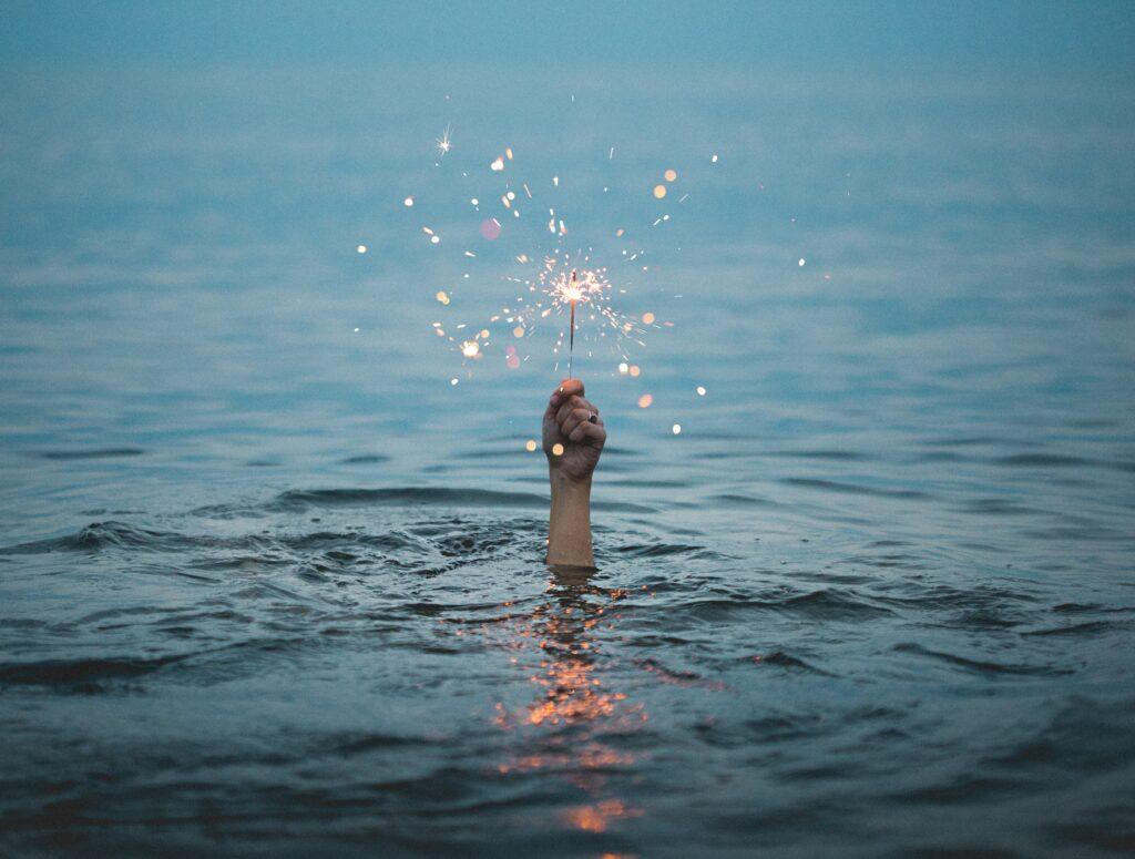 Sternspritzer im Wasser