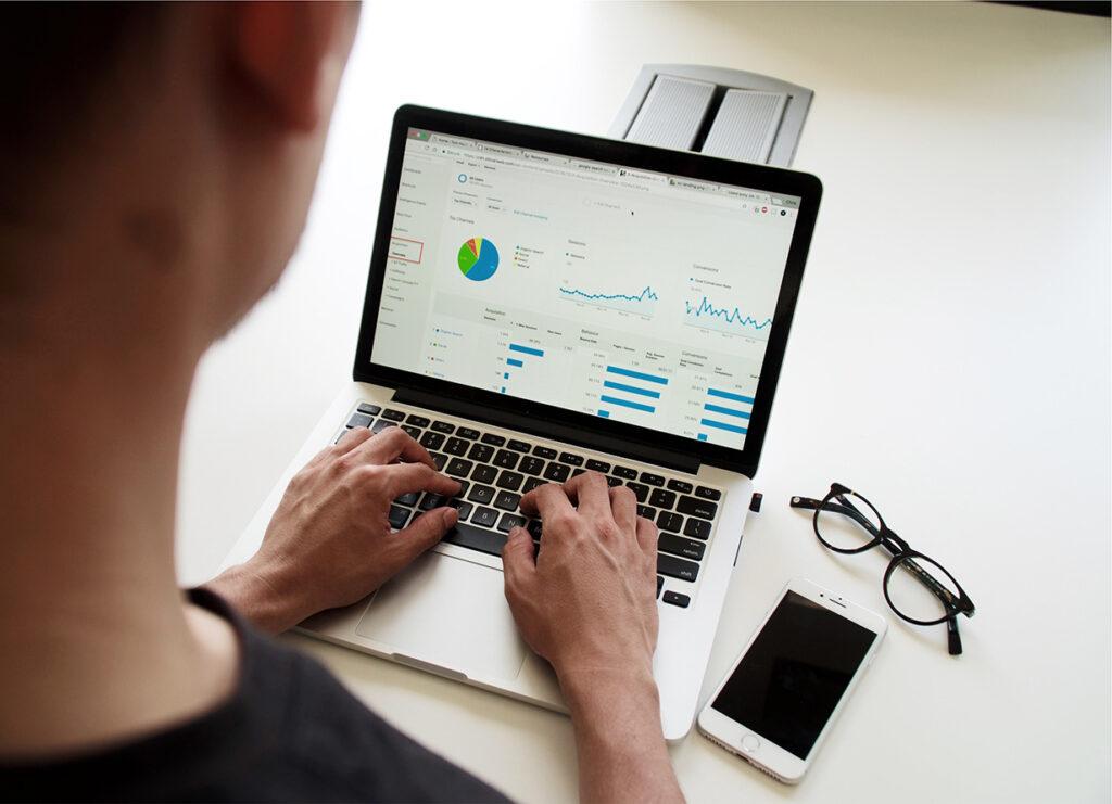Growth Hacking ermöglicht maximales Wachstum zu minimalem Werbebudgeteinsatz.