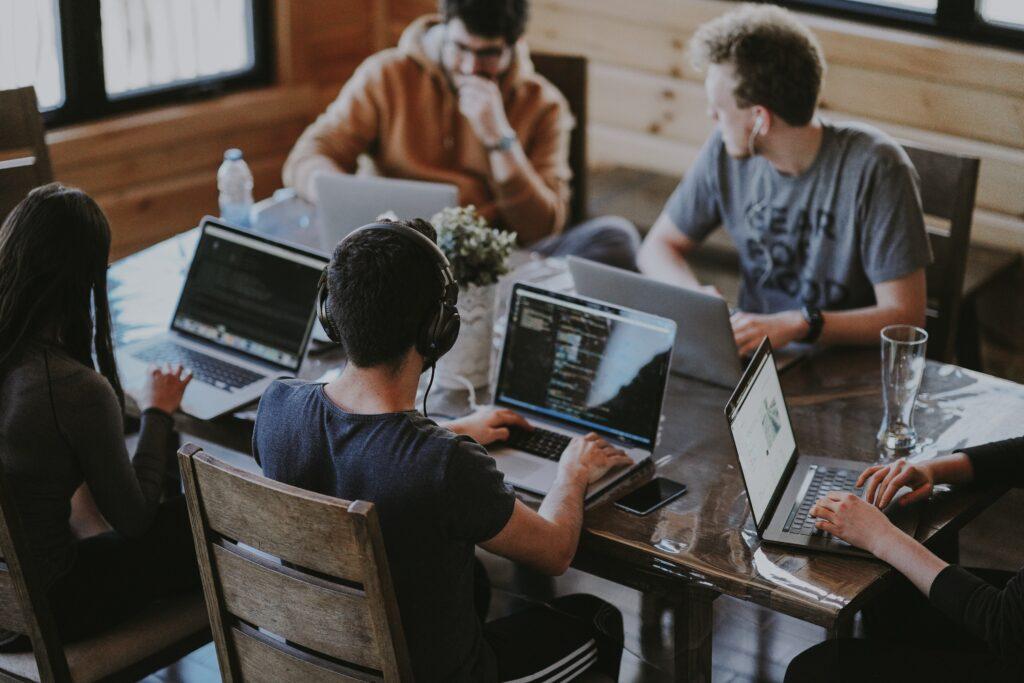 AllrounderInnen mit Spezialwissen gesucht: Interdisziplinarität und Teamspirit als Erfolgsfaktor