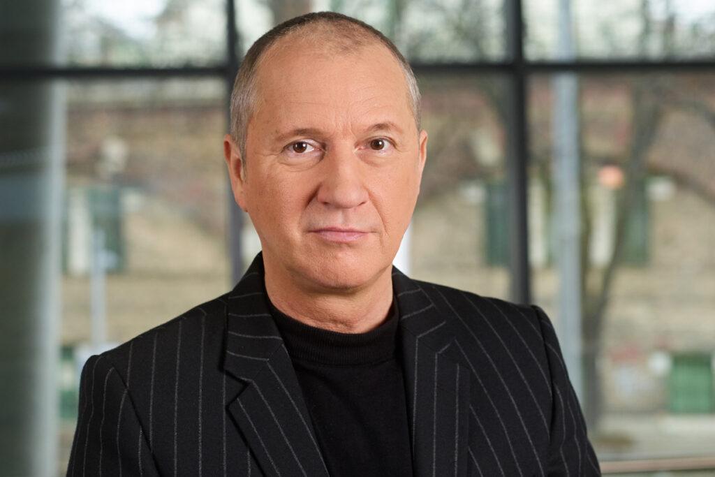Georg Feldmann ist Leiter des Stadt Wien geförderten Kompetenzteams für die Digitalisierung der Kommunikationsprofessionen an der FHWien der WKW.